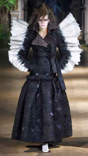 Viktor & Rolf AW 2019 Couture